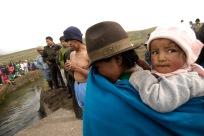 QUITO (17-03-10).- Joaqu'ín Aules (i), acusado de robar 10 borregos, junto a su esposa Mar'a Ramona Toapanta (d), durante la administració—n de Justicia Ind'ígena en la Comunidad de Cochapamba, en Cayambe. Alfredo Cárdenas.