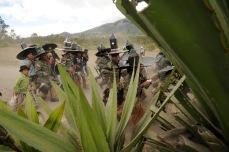 MOROCHOS, Imbabura (23-06-2012).- La Comunidad Morochos, en el Cantó—n Cotacachi, emprende la marcha a la plaza central de Cotacachi, durante la celebraci—ón de la fiesta de San Juan, denominada Inti Raymi, en agradecimiento a la cosecha de maíz. Alfredo Cárdenas.