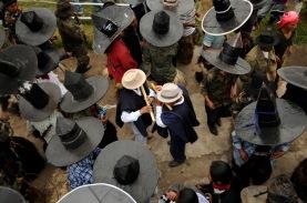 MOROCHOS, Imbabura (23-06-2012).- La Comunidad Morochos, en el Cantó—n Cotacachi, durante la celebració—n de la fiesta de San Juan, denominada Inti Raymi, en agradecimiento a la cosecha de maíz. Alfredo Cárdenas.