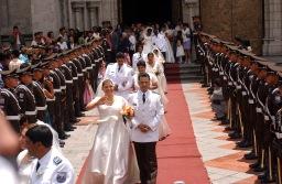 QUITO (14-09-07).- Una vista del matrimonio masivo, donde participan 50 parejas de polic'ías, en la Basí'lica del Voto Nacional, en Quito. Alfredo Cárdenas.