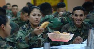 Quito 30 de julio de 2003.- Tamara Gaibor, KDT de cuarto añ–o de la Escuela Militar Eloy Alfaro, durante la hora del rancho junto con sus compañ–eros en el comedor de la ESMIL. Alfredo C‡árdenas.