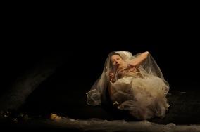 QUITO (21-09-2011).- Susana Reyes, core—grafa, bailarina y maestra de danza, durante su presentaci—n del estreno Mundial de Aniversario, por 40 a–os de vida art'stica, en el Teatro Nacional Sucre, en Quito. Alfredo Cardenas.