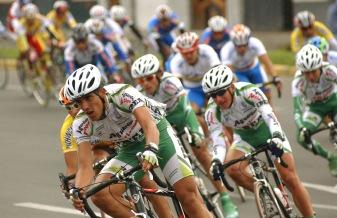 TULCAN, Carchi (02-08-06).- XXVII Vuela a la República de ciclismo, en la ciudad norteña de Tulcán. Alfredo Cárdenas.