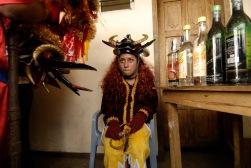 PILLARO, Tunguragua (05-01-2010).- Maribel Alvarez de, 17 a–os, de la comunidad de Guanguibana, aprovecha un descanzo, durante la tradicional Diablada de P'llaro, en el cant—n P'llaro, en la provicnia de Tungurahua.